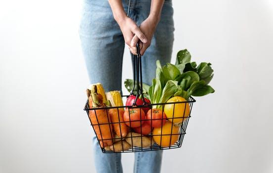 Coș cu fructe și legume